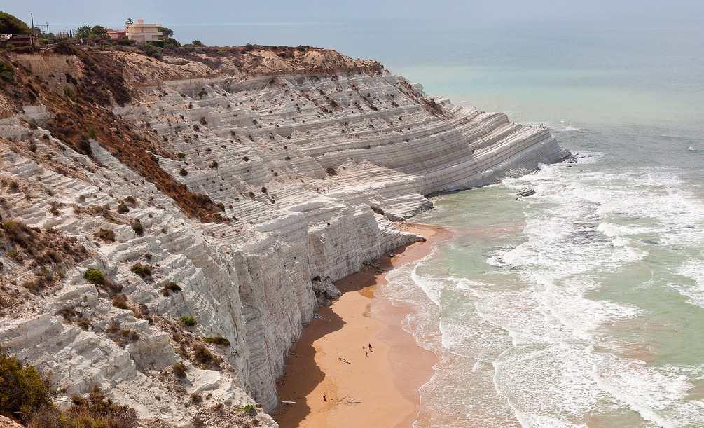 La playa de Scala dei Turchi, cerca de Agrigento en el sur de Sicilia.