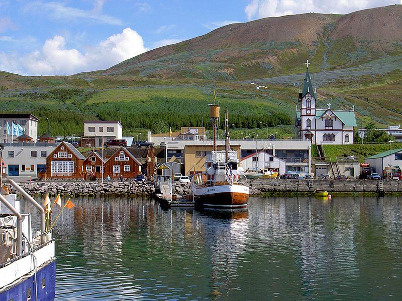 La gran bahía de Husavik donde duermen las ballenas.