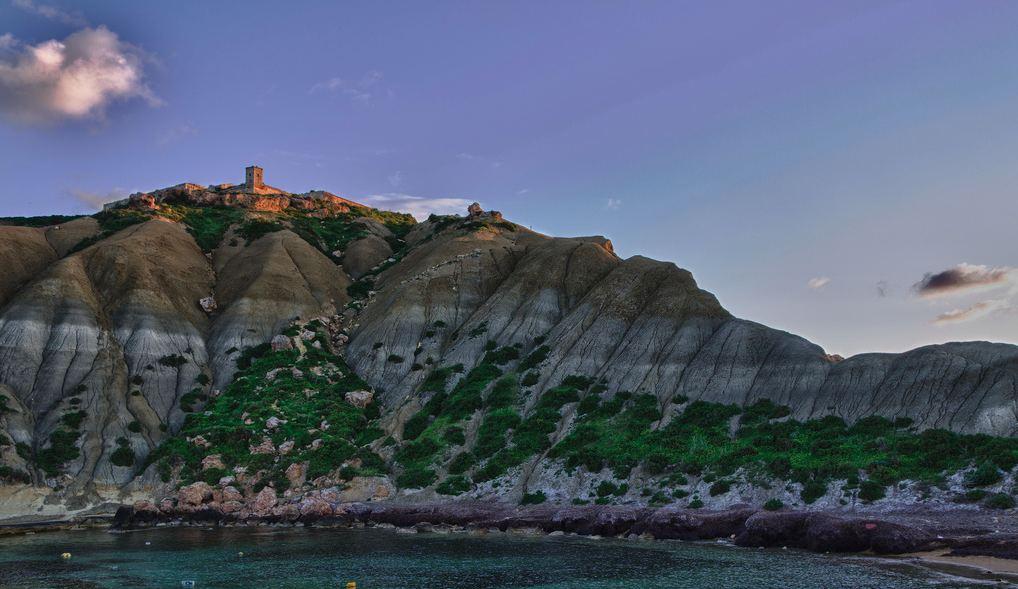 No es Islandia, es Gozo y sus curiosas formaciones geolóficas de colores cambiantes.