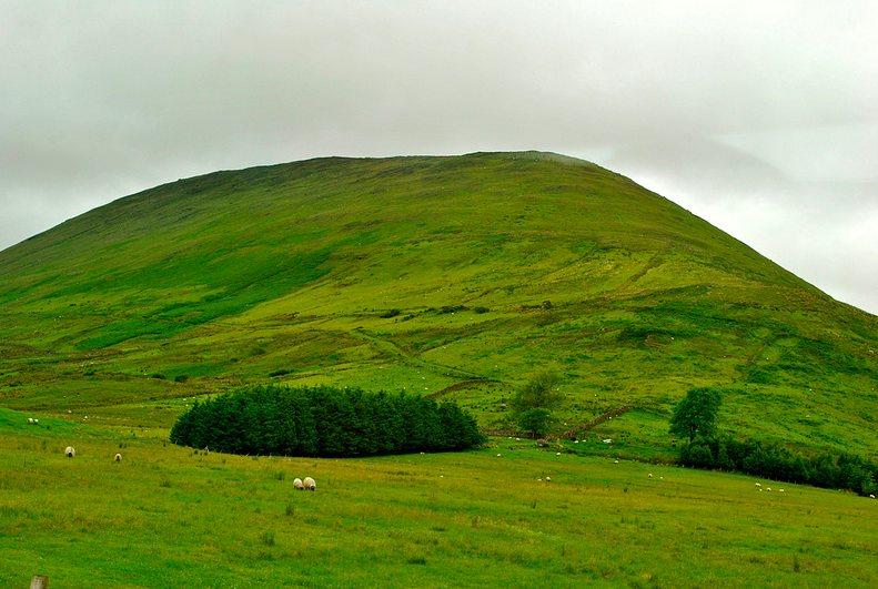 Irlanda es verde y diversa. En la foto el Parque Nacional de Connemara.