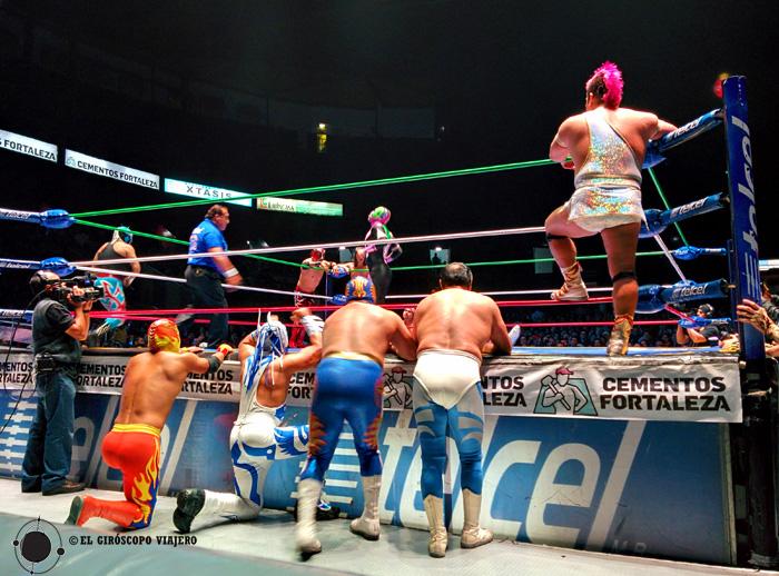 Pelea de lucha libre en el Arena de Ciudad de México