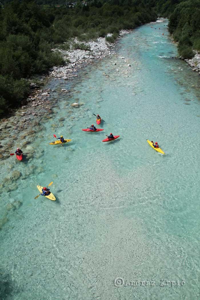 Kayak en el rio Soca