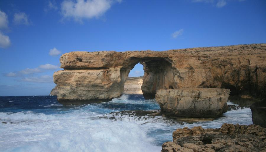 El arco de Azure Window, un puente hacia ninguna parte o hacia cualquier parte.