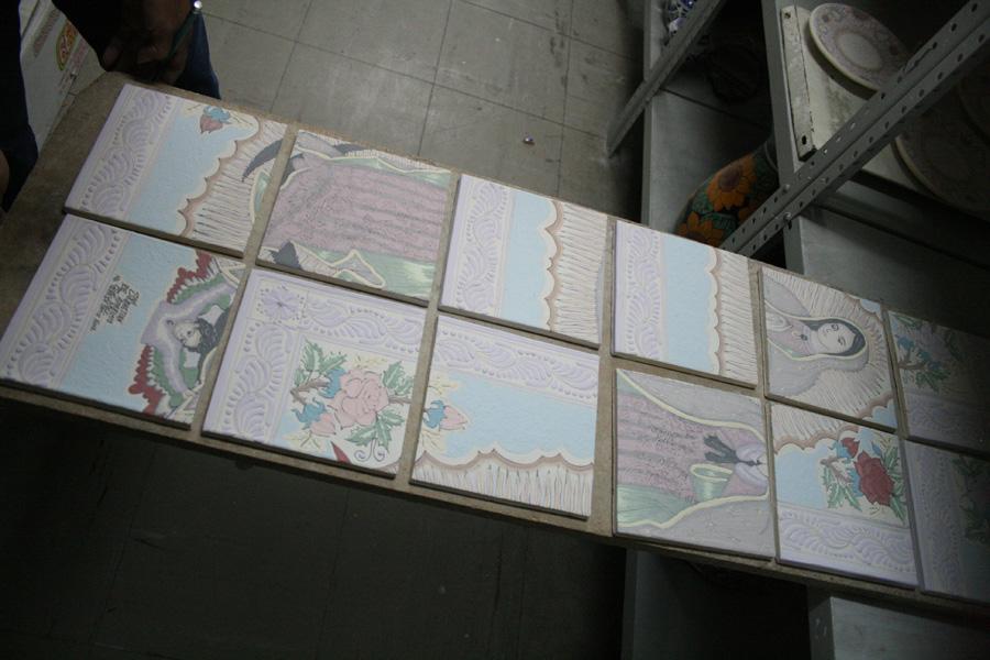 Montaje del mosaico de azulejos de Talavera