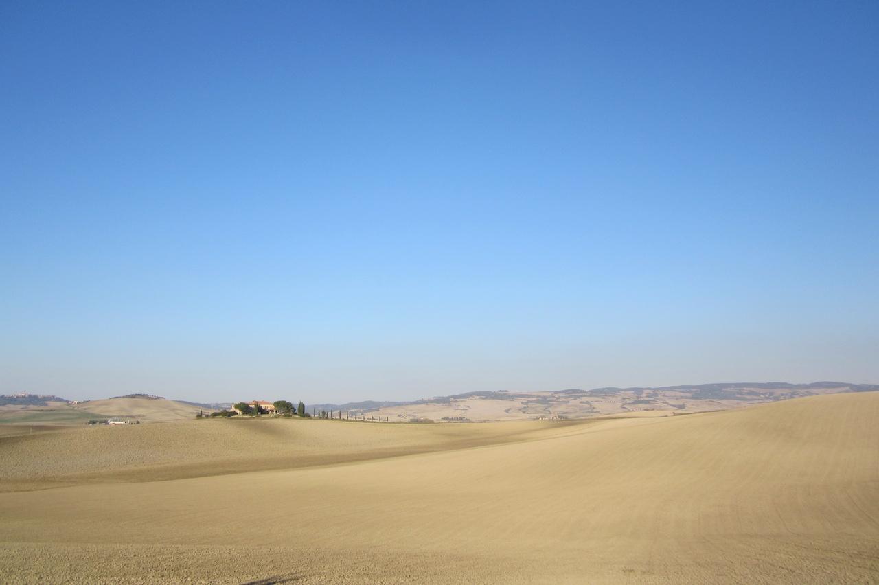 Paisaje típico de la Toscana en otoño. Las colinas, en silencio, esperan. Foto de El Giróscopo Viajero © 2014.