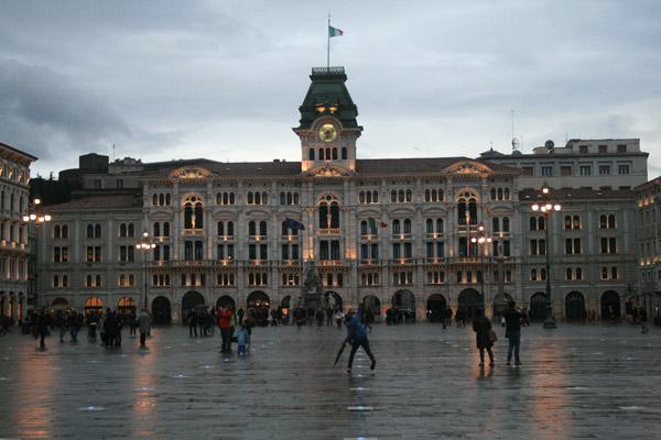 Plaza del ayuntamiento de Trieste.