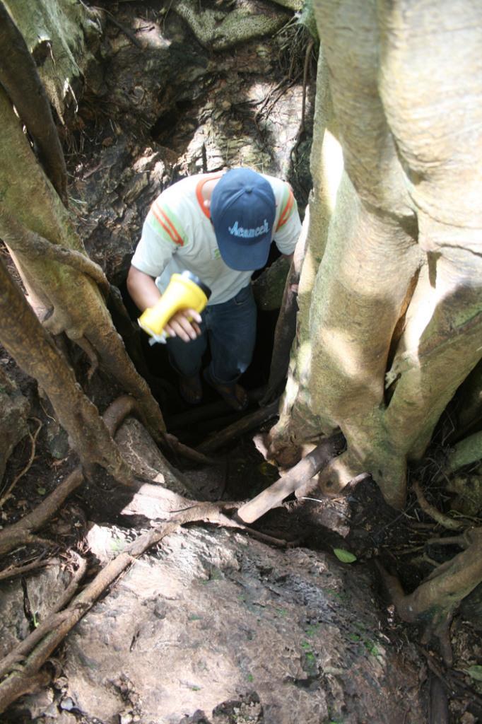 Elvis a la entrada del primer cenote