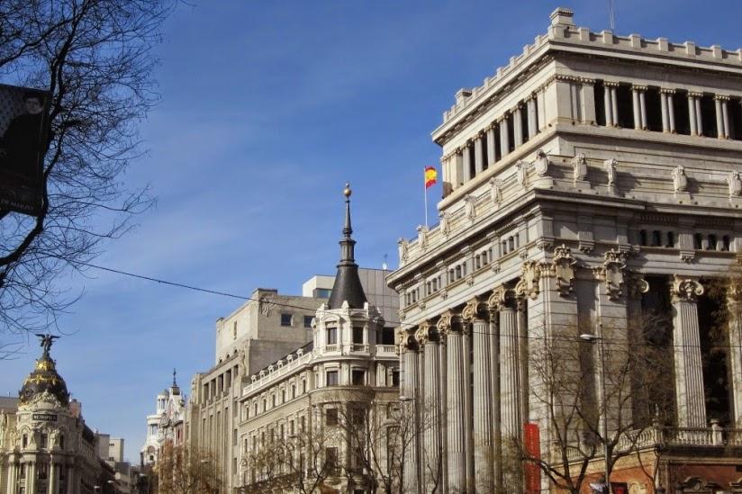 La Gran Vía de Madrid con sus suntuosos edificios. Ⓒ El Giróscopo Viajero.