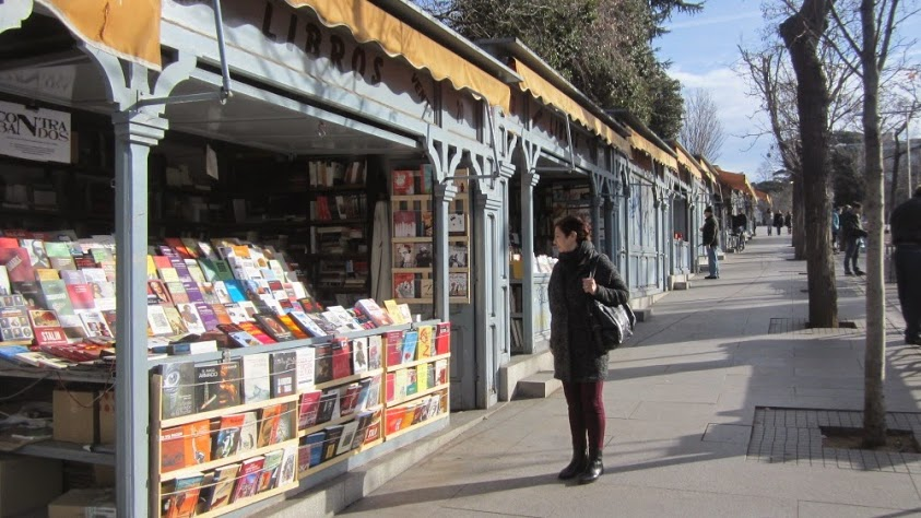 Siempre me gustó la cuesta de Moyano, con sus casetas de libros de viejo. Ⓒ El Giróscopo Viajero.
