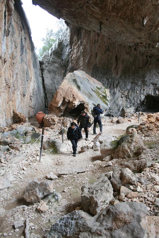 Caminando por los restos del poblado nurágico