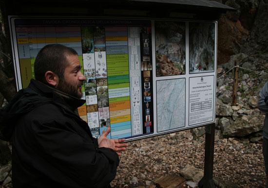 Explicaciones del guía local de Tíscali