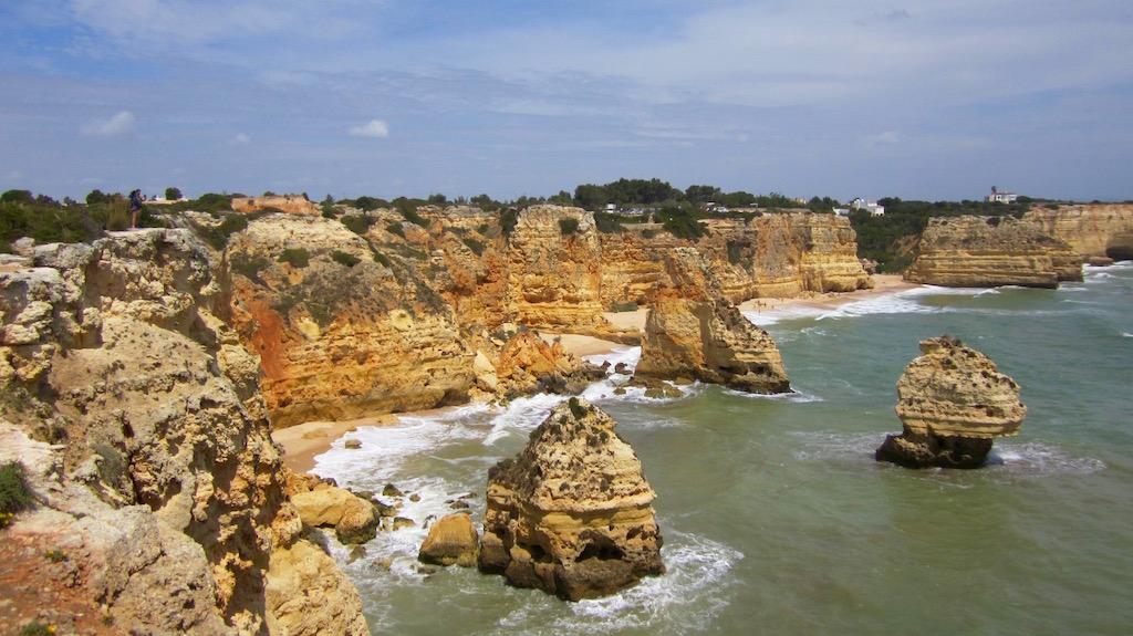 Ruta por la costa del Algarve. Acantilados y cuevas de Benagil