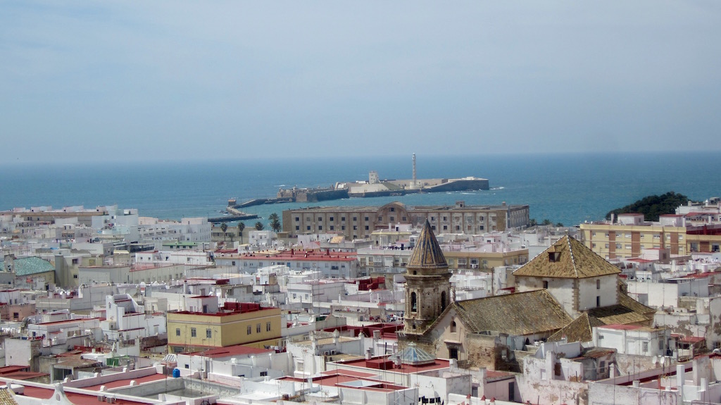 Imágenes de Cádiz que se acercan en la Cámara oscura de la Torre Tavira. Imágenes en vivo y en directo. En el mar, el Castillo de Santa Catalina. © María Calvo.
