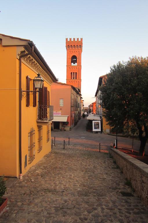 El rojo del atardecer en el pueblito de Montecarlo, a un paso de Pisa. © María Calvo.
