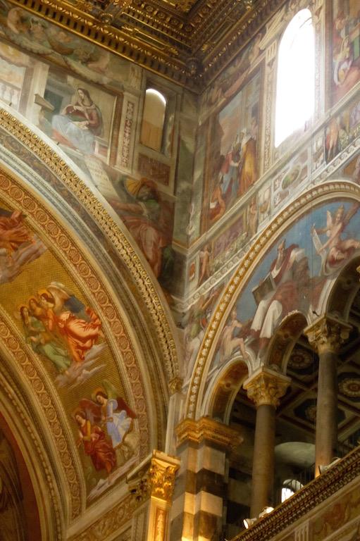 No sabría decir si el Duomo de Pisa es más bello por dentro o por fuera...estos frescos hacen que dude...© María Calvo.