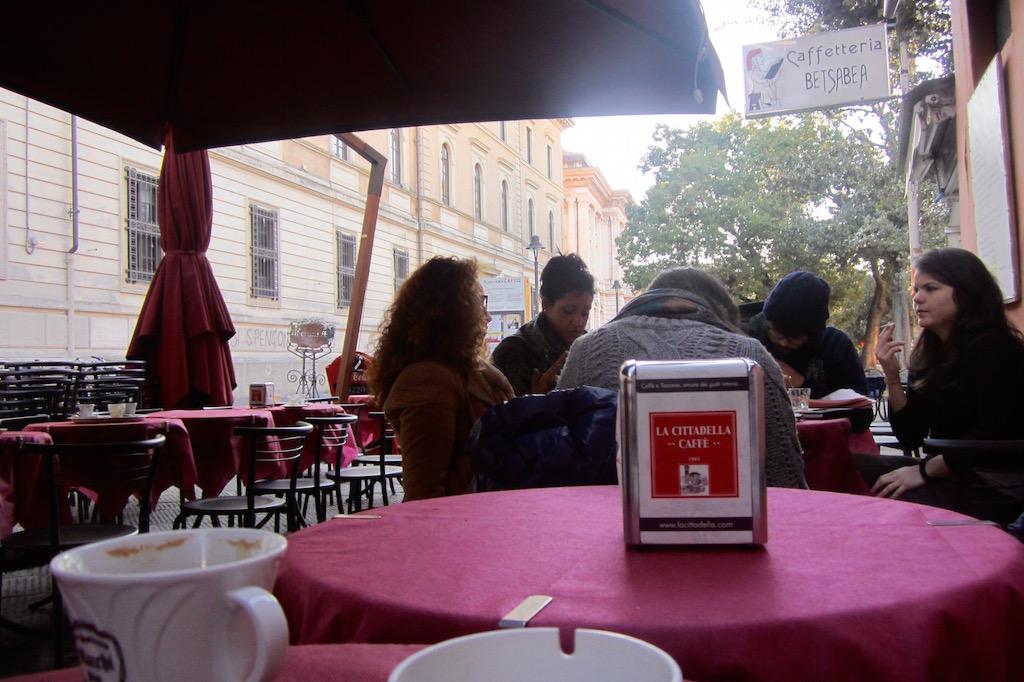 Los universitarios de Pisa y las tertulias en las que siempre se ha intentado luchar por un mundo mejor. © María Calvo.
