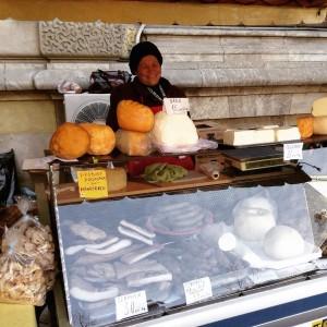 Quesos de la región de Cluj en un mercado. ©Íñigo Pedrueza