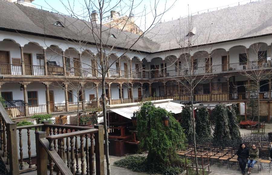 Manuc Hanul, restaurante y hotel en un edificio histórico del siglo XIX. ©Íñigo Pedrueza.