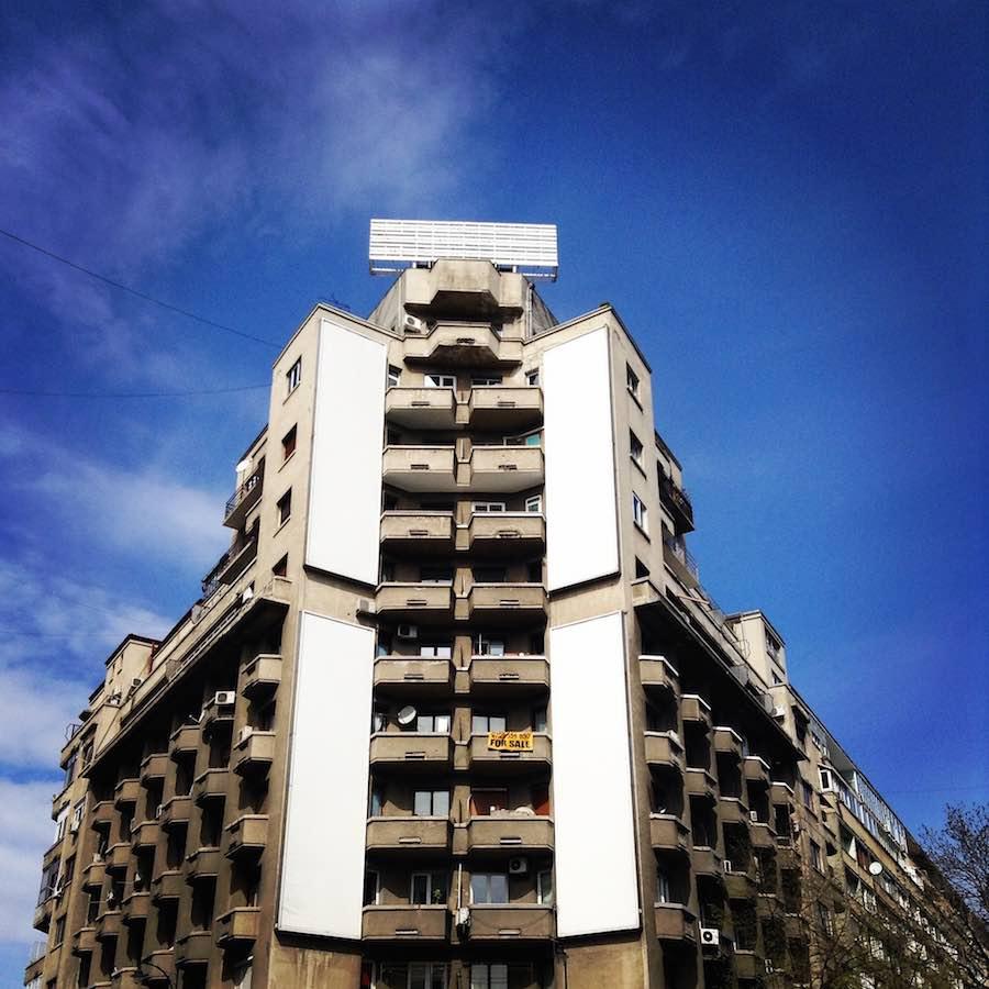 Edificio de la época socialista que hoy parece un monumento a la ciencia ficción. ©Íñigo Pedrueza