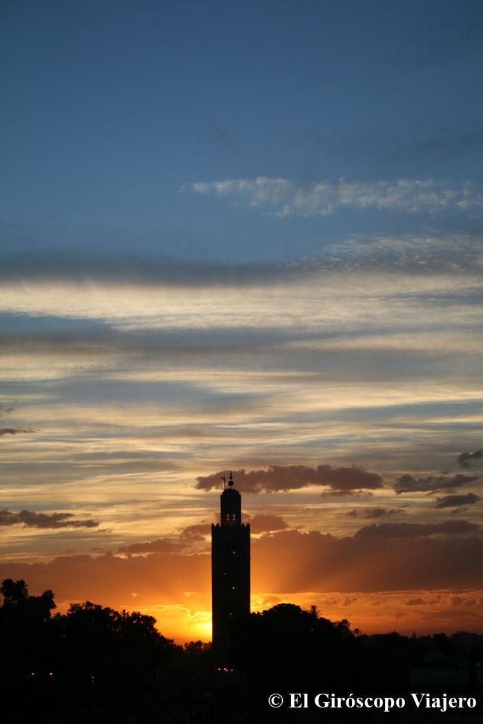 El bello Atardecer desde las terrazas de Jemaa el Fna en Marrakech