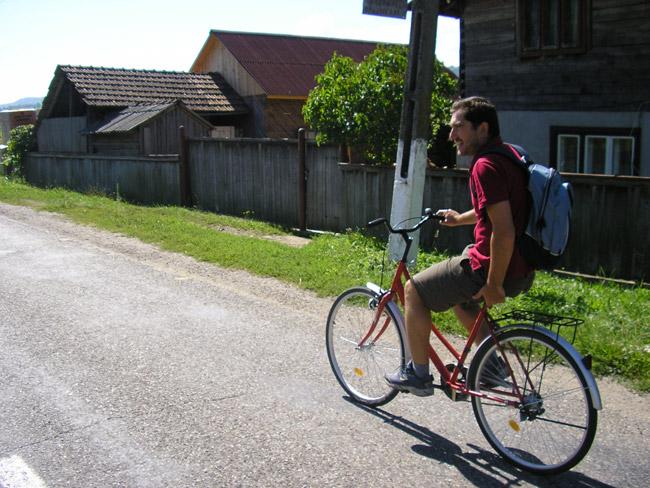 En bicicleta hacia el monasterio de Barsana