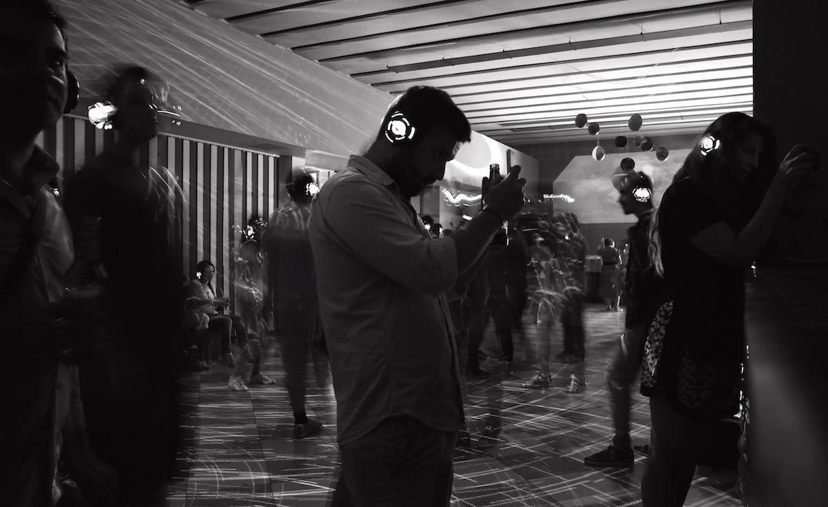 Festival de Cine de Piatra Neamt y discoteca sin sonido. Con Andi Amiranoei y Pedro Oliveira. ©Iñigo Pedrueza.