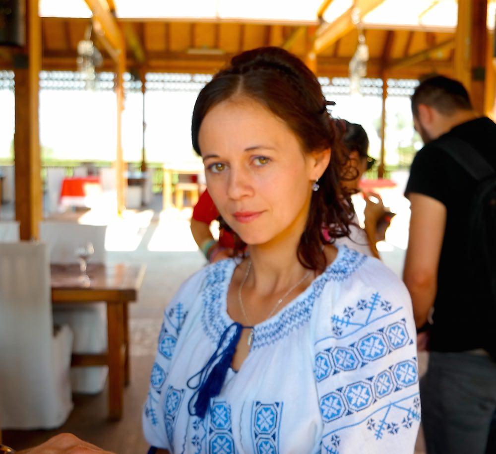 La simpatía y el buen recibimiento, costumbres rumanas. Restaurante Hanu Ancutei, cerca de Roman. ©Iñigo Pedrueza.