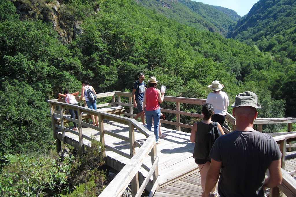 En la pasarela del río Mao las vistas son espectaculares. ©María Calvo.