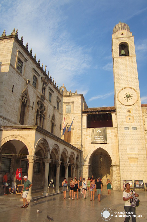 La Torre del reloj, en la Plaza de la Luza