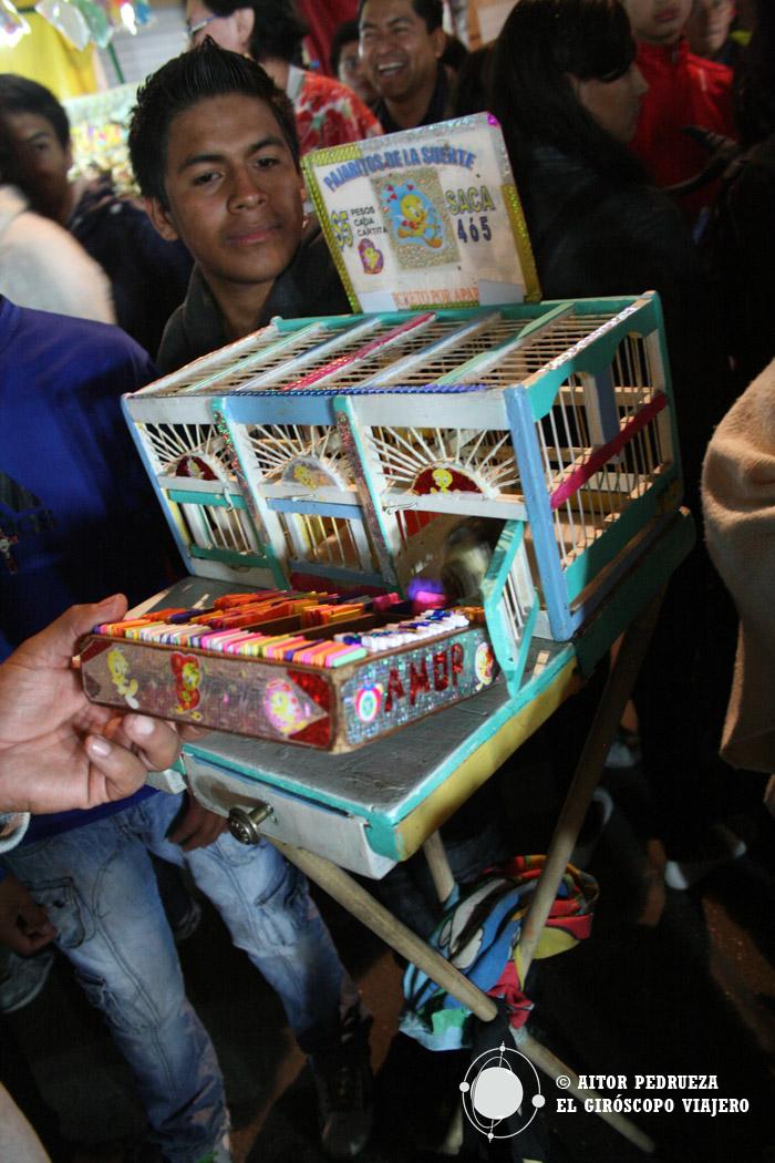 Ambiente festivo en las calles de Mixquic por el Día de Muertos