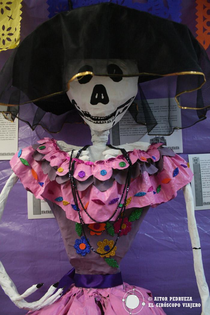 Catrina confeccionada en el colegio de Mixquic