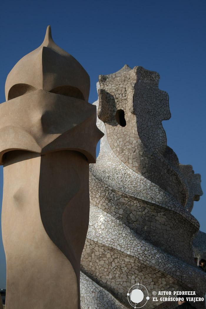 Chimeneas y torres de ventilación en la azotea de la Pedrera