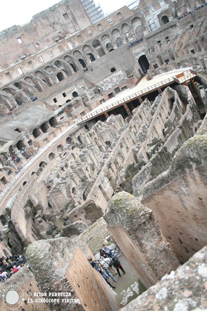 Interior del Coliseo de Roma. La bici la dejamos afuera...