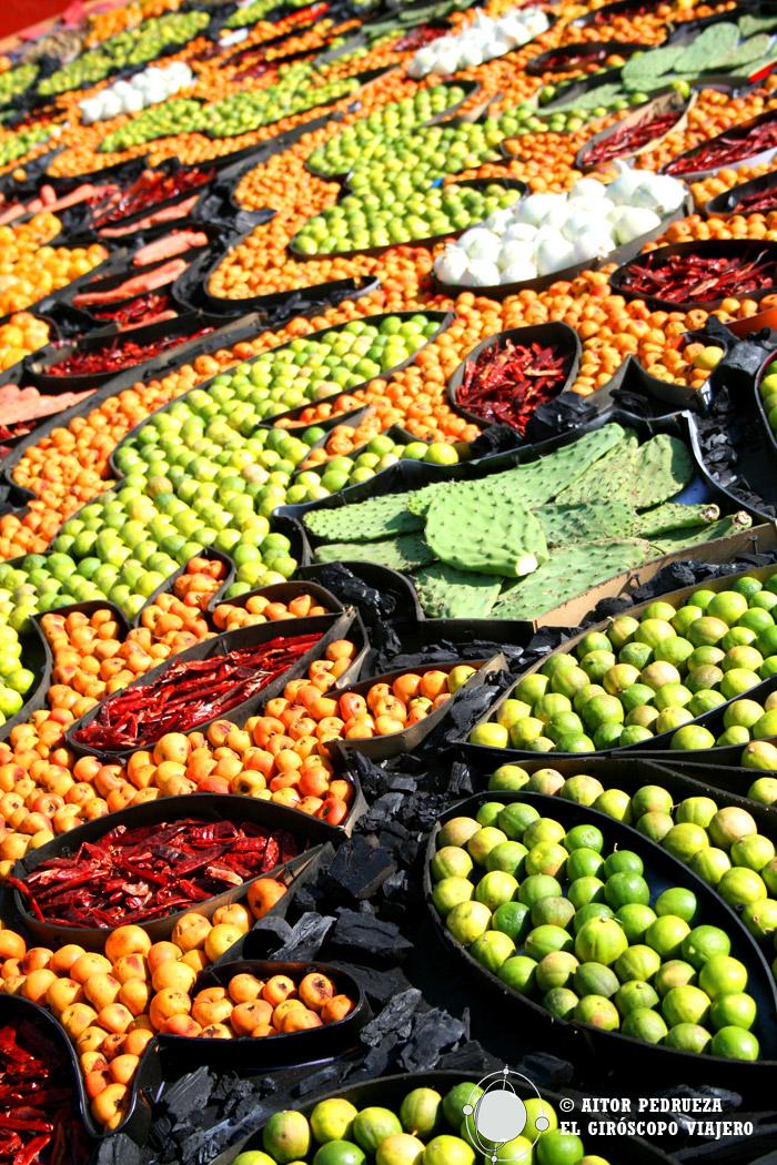 Tapiz hecho de semillas para el Día de Muertos en México