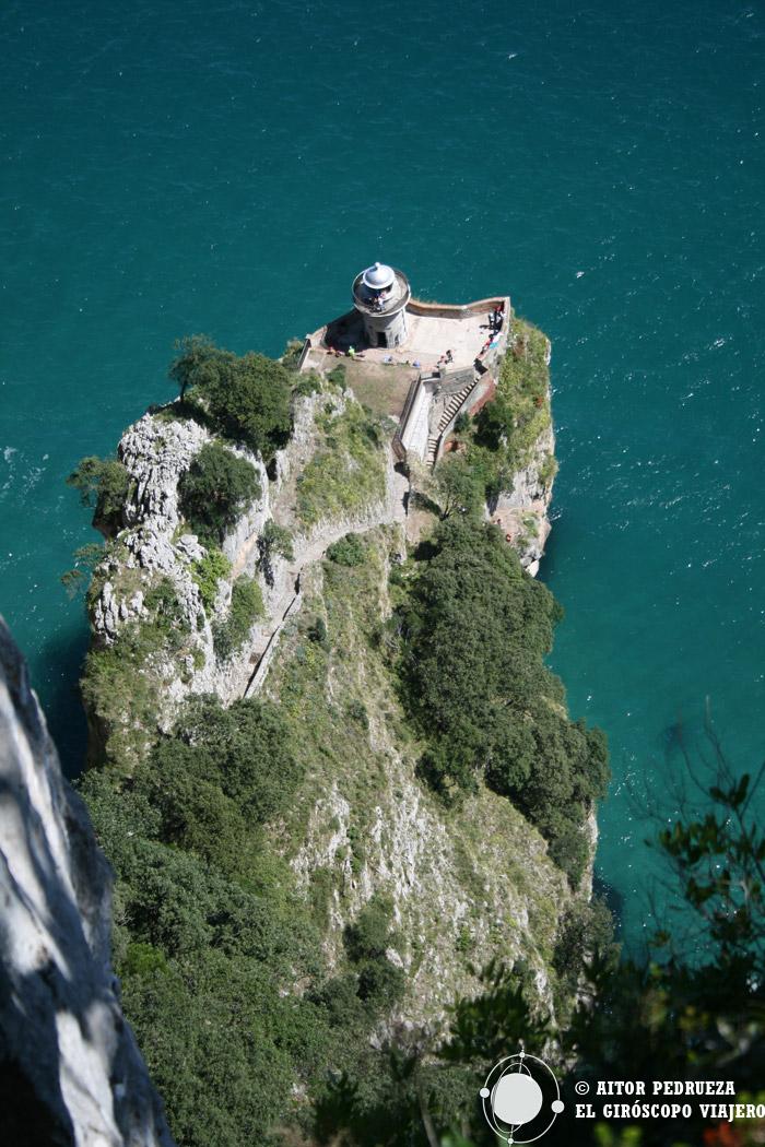El Faro del Caballo, uno de los puntos impresionantes de la ruta por el monte Buciero