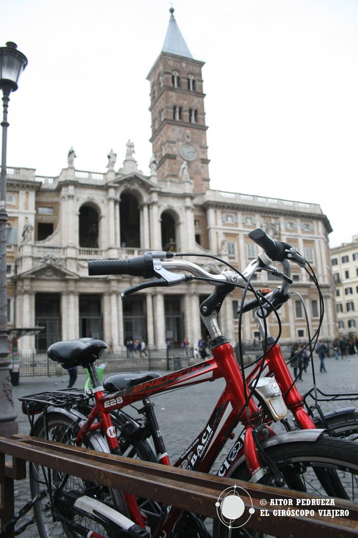 Bicicletas aparcadas frente a Santa María Maggiore