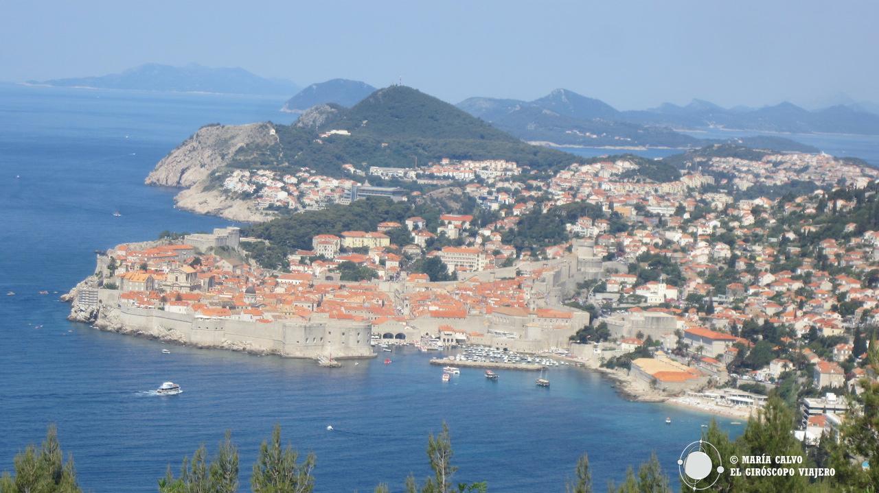 La magnífica ciudad de Dubrovnik visa desde la carretera