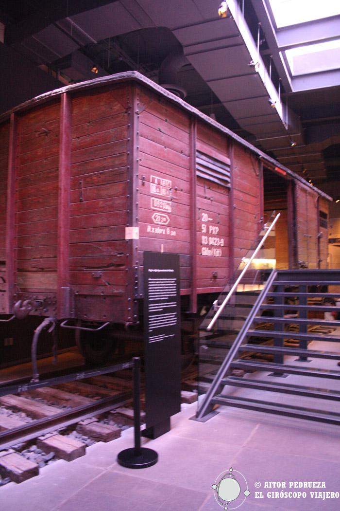 Vagón original que transportaba judíos a los campos de concentración en Polonia
