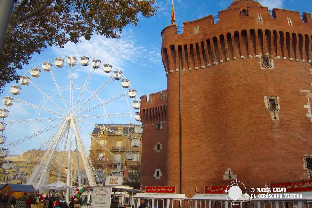 El imponente Castillet, puerta de entrada al casco antiguo de Perpiñán