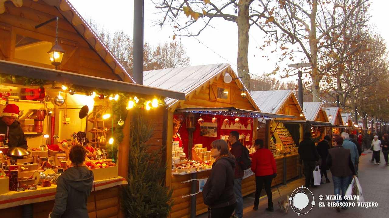 La ciudad es más bella con los chalets del mercado de Navidad