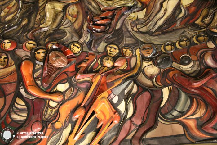 Murales temáticos dentro del Polyforum