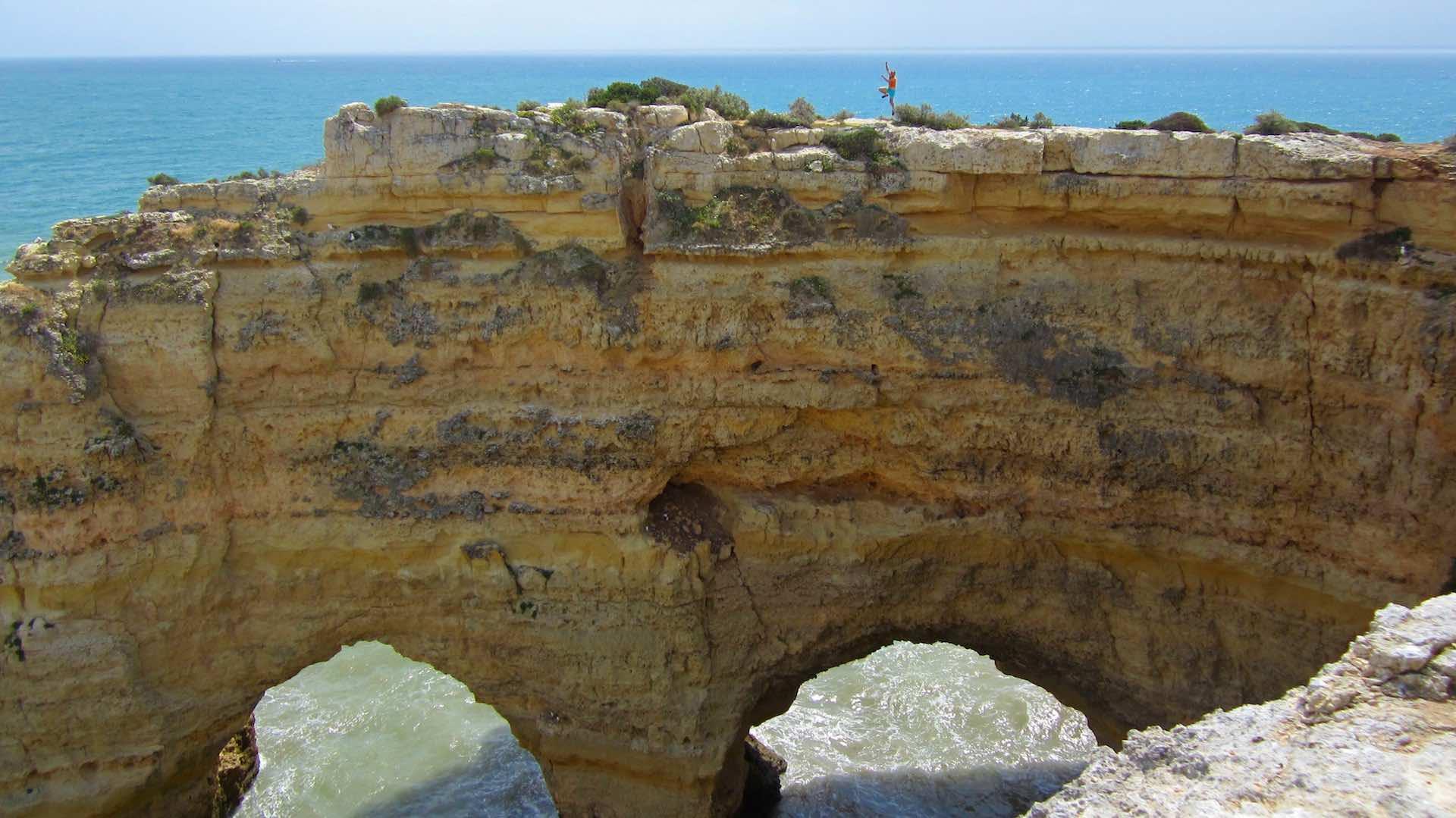 Los acantilados de Benagil, en el Algarve (Portugal)