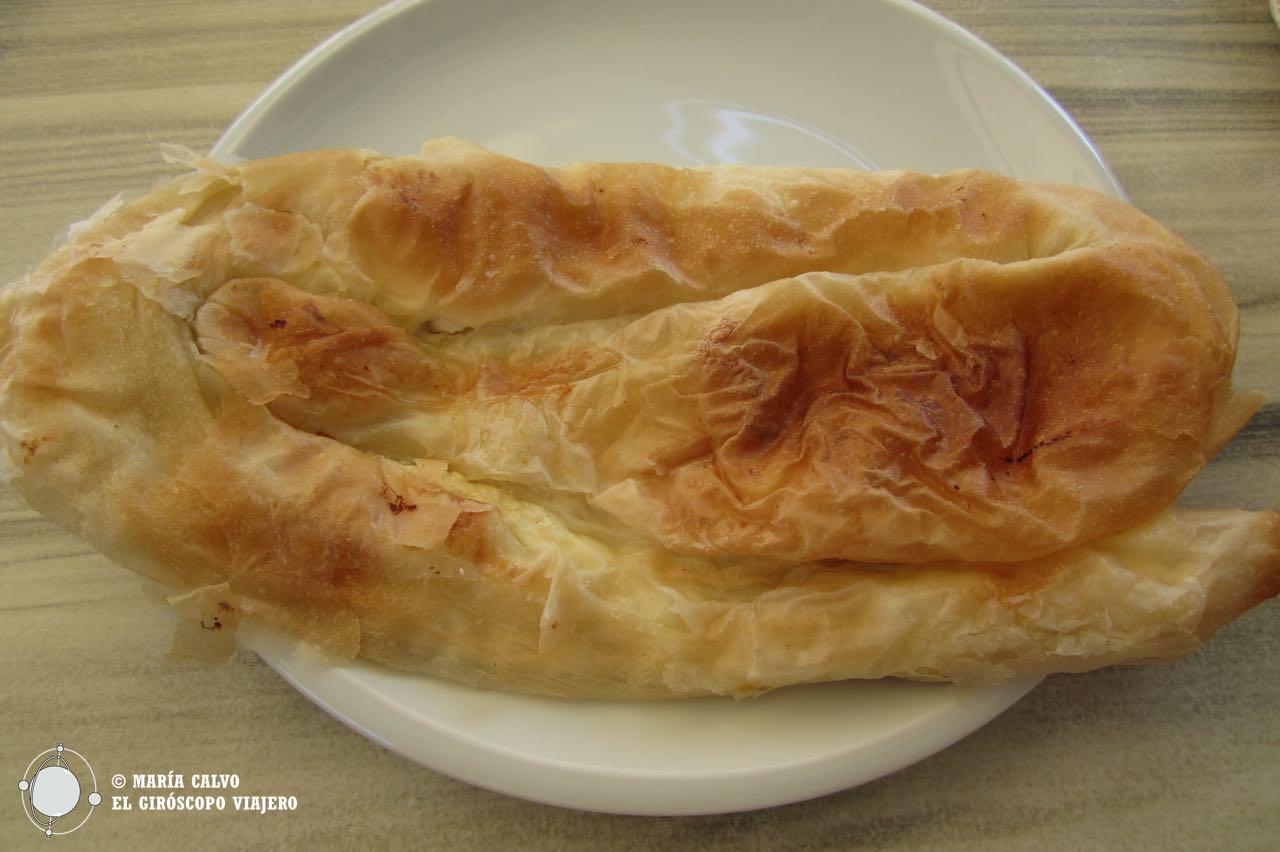 El burek, un pastel de patata rey de las pastelerías croatas. ©María Calvo.