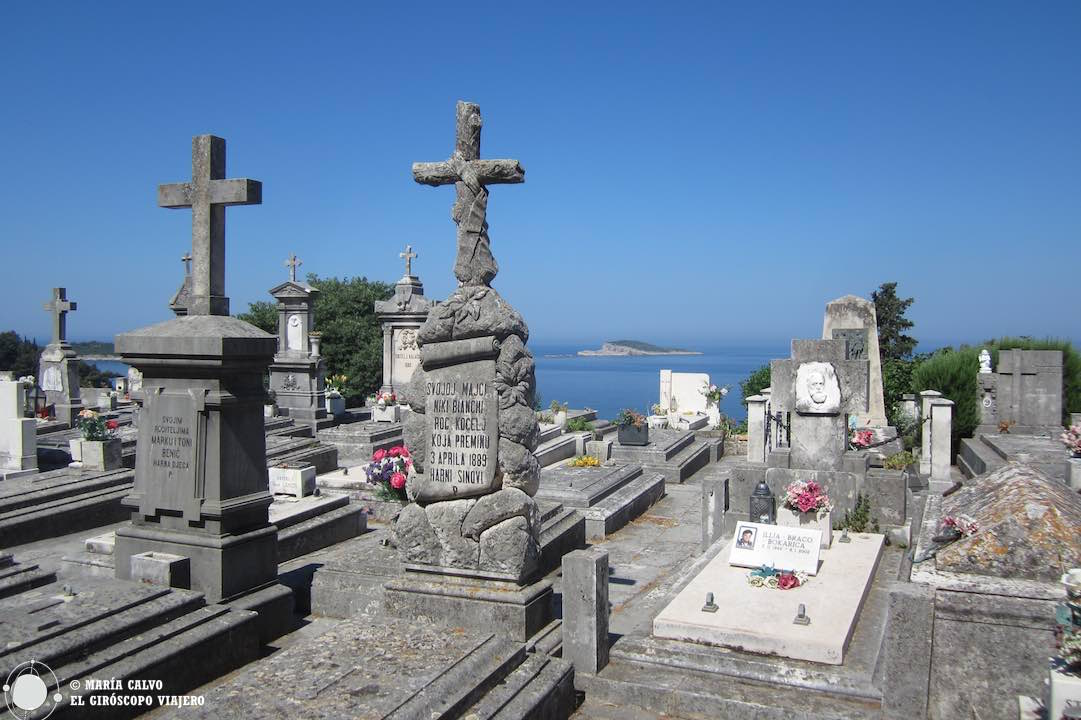 El cementerio de Cavtat mira al Adriático