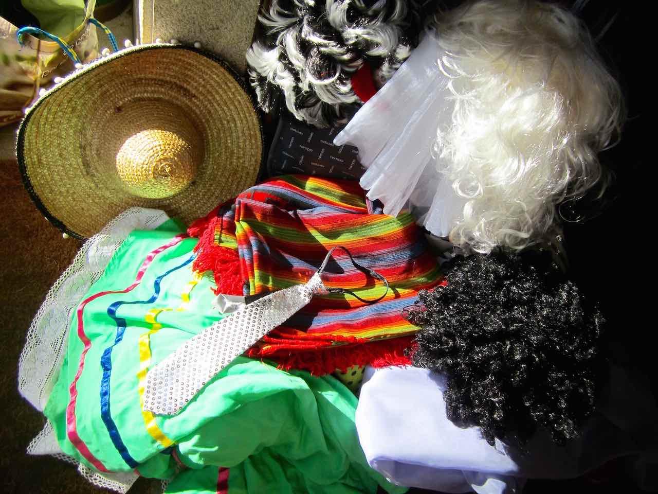 La maleta cargada de disfraces. ©María Calvo.