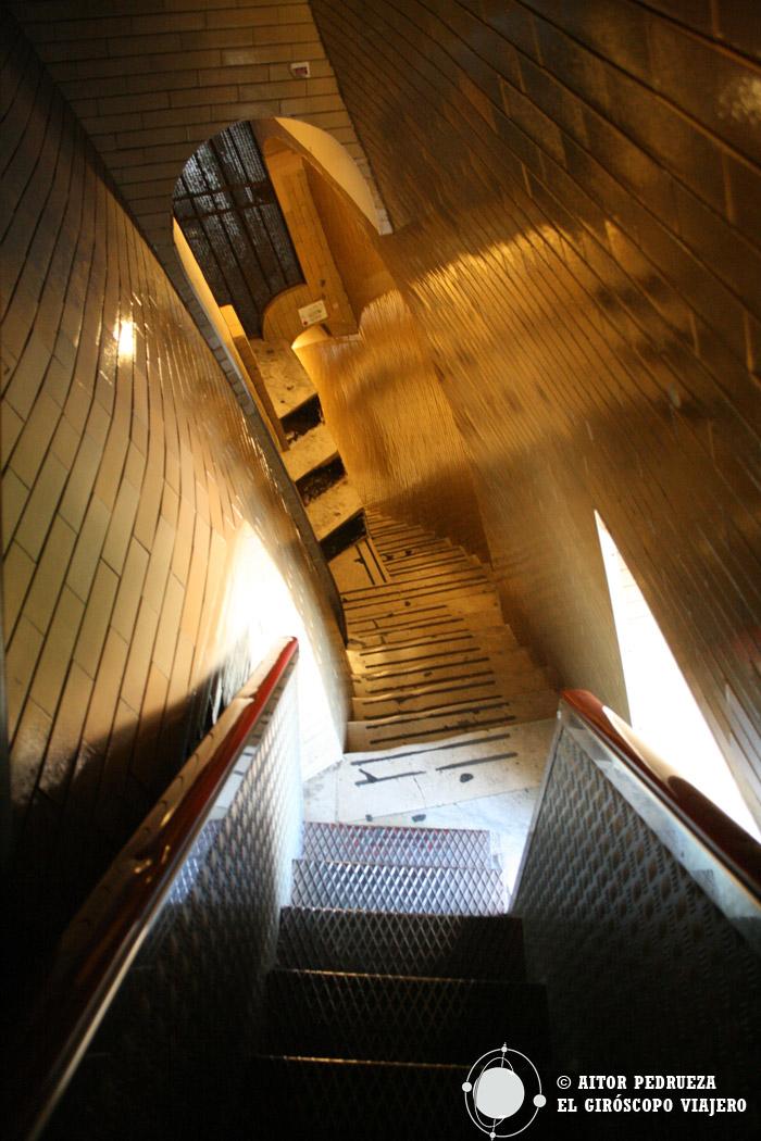 La escalera que rodea el tambor de la cúpula de San Pedro