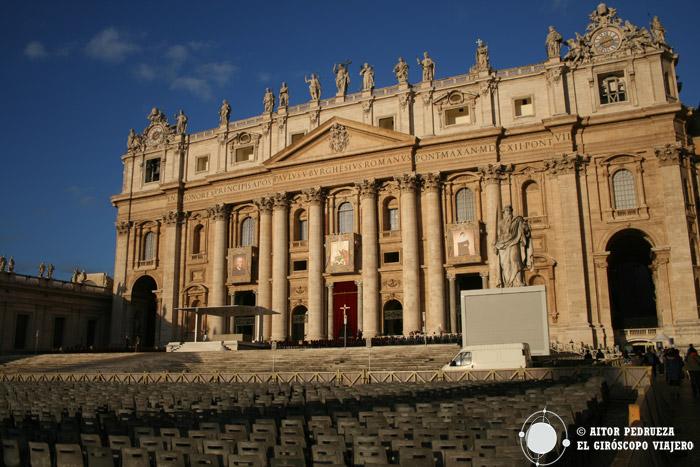 Fachada de San Pedro en el Vaticano