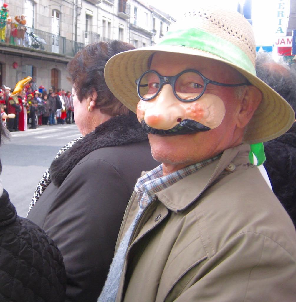 Todo el mundo debe ir disfrazado en el Carnaval del Xinzo, aunque sea sólo con una máscara. ©María Calvo.