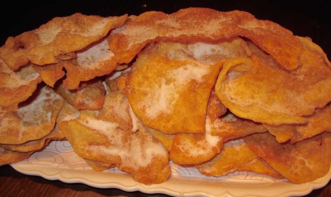 Orejas, un dulce delicioso del carnaval de Galicia. ©María Calvo.