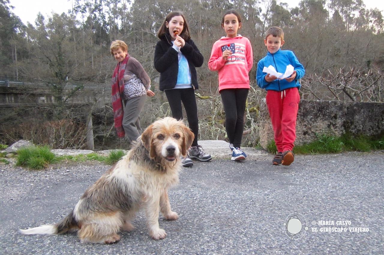 Gracias a Penny, nuestra perra guía, que anduvo durante horas al lado de los niños